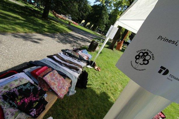 Izmenjava rabljenih oblačil na Eko Art Kampu