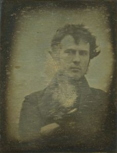 Prvi dokumentirani selfie: Robert Cornelious leta 1839 (Vir: wikipedia.org)