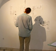 A visitor, observing one of the pieces of the exhibition. (Miquel Guijalba)